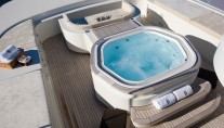 Superyacht MALIBU - Jacuzzo on Sundeck